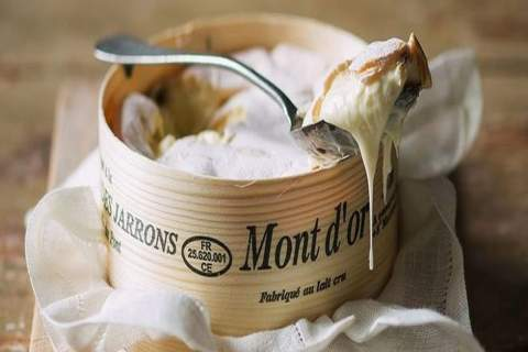 Mont D'or, one spoon of Jura fresh best cheese. - アペロ ワインバー / オーガニックワインxフランス家庭料理 - 東京都港区南青山3-4-6 / apéro WINEBAR - vins et petits plats français - 2016